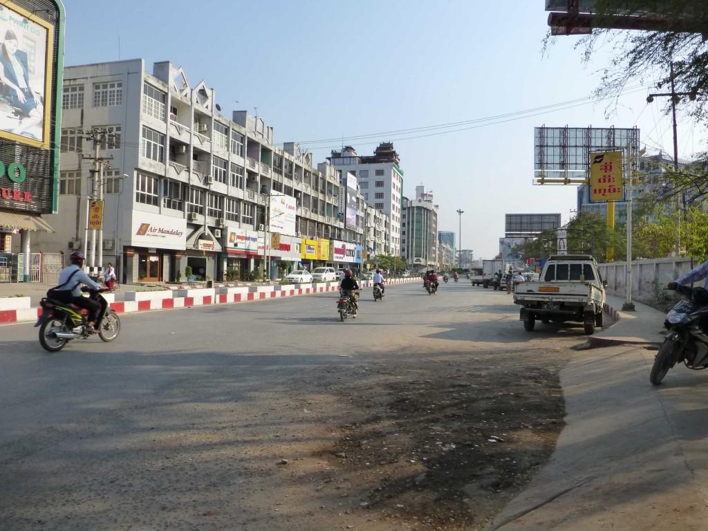 Одна из главных улиц города 78-я возле вокзала