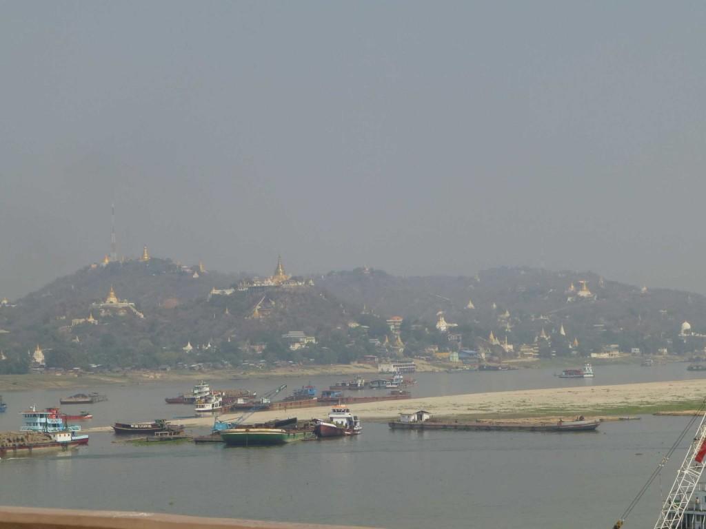 Вид с моста на реку Иравади и Сагайн