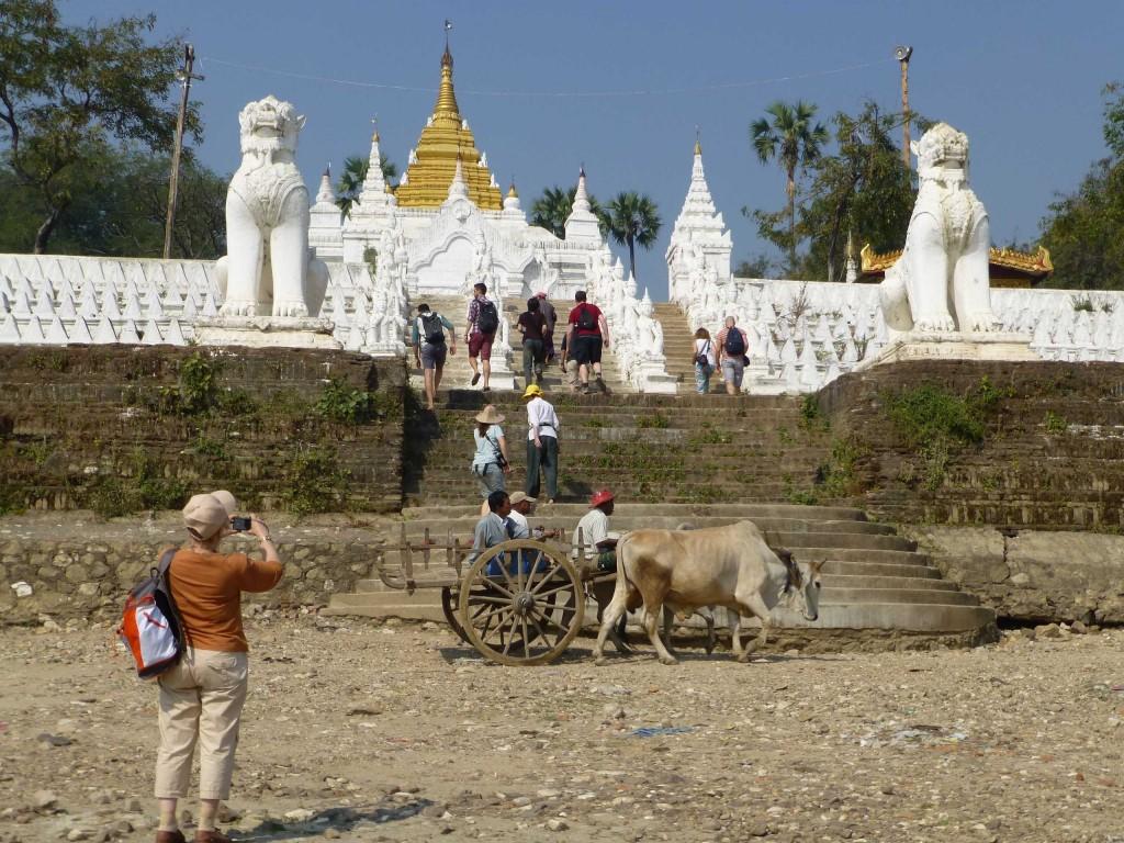 Храм на берегу