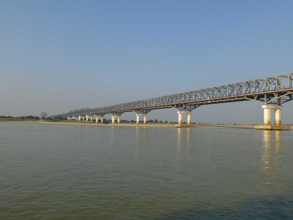 Железнодорожный мост через Иравади