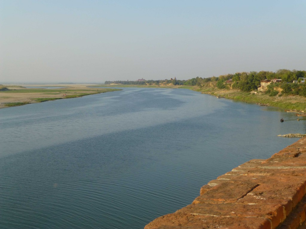 Вид на реку от ступы