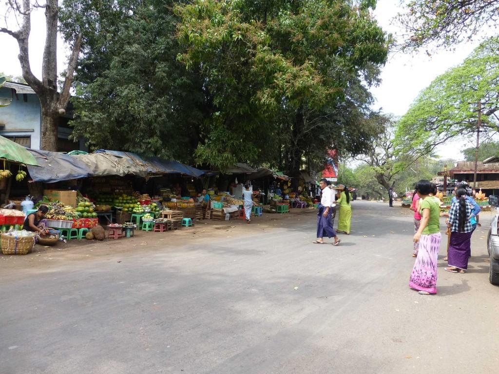 Рынок вдоль улицу Попа-виллидж