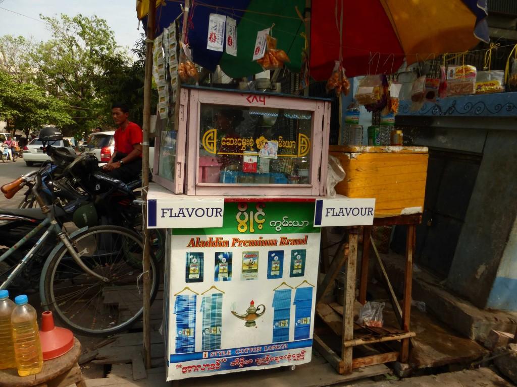 Так на улицах продают смесь для жевания