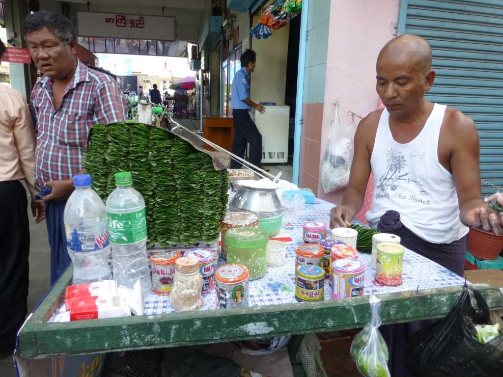 Продажа листьев бетеля с известью для жевания