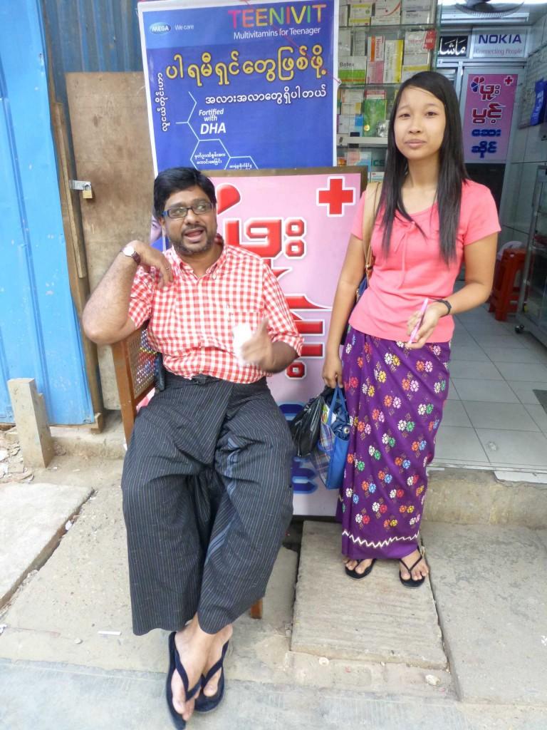 Хозяин аптеки с помощницей - попросил его сфотографировать