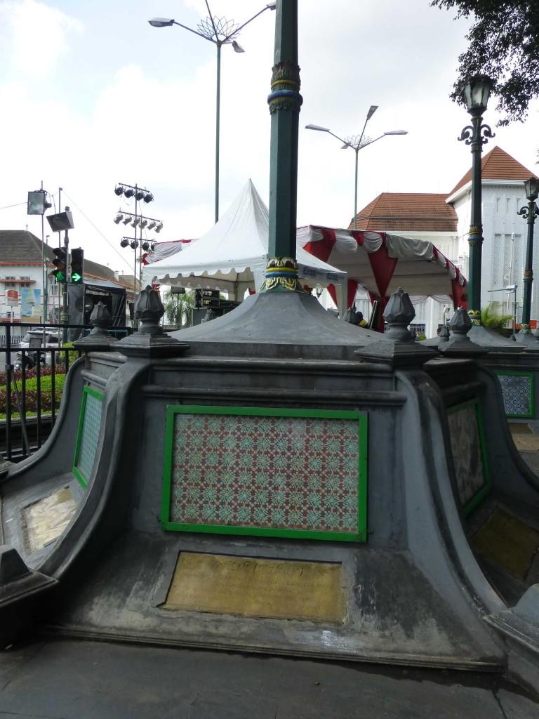 Памятник батику