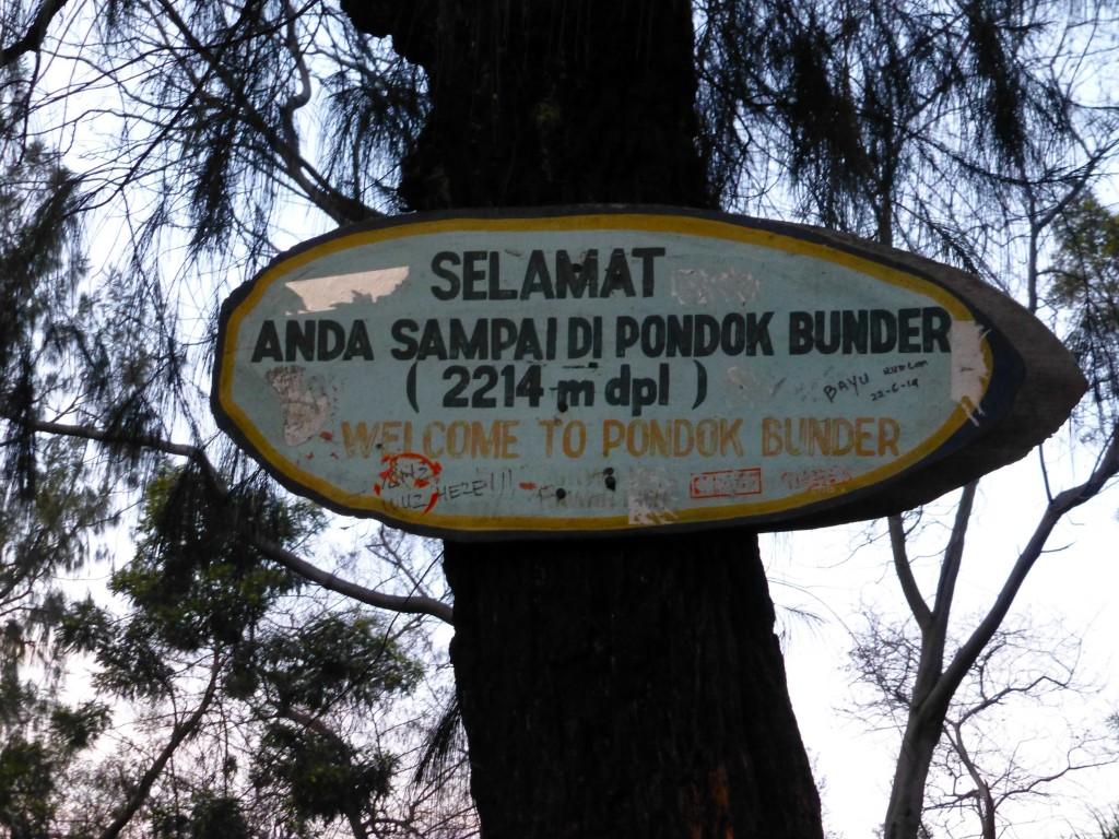 Табличка на весовом на весовом пункте, высота 2214м