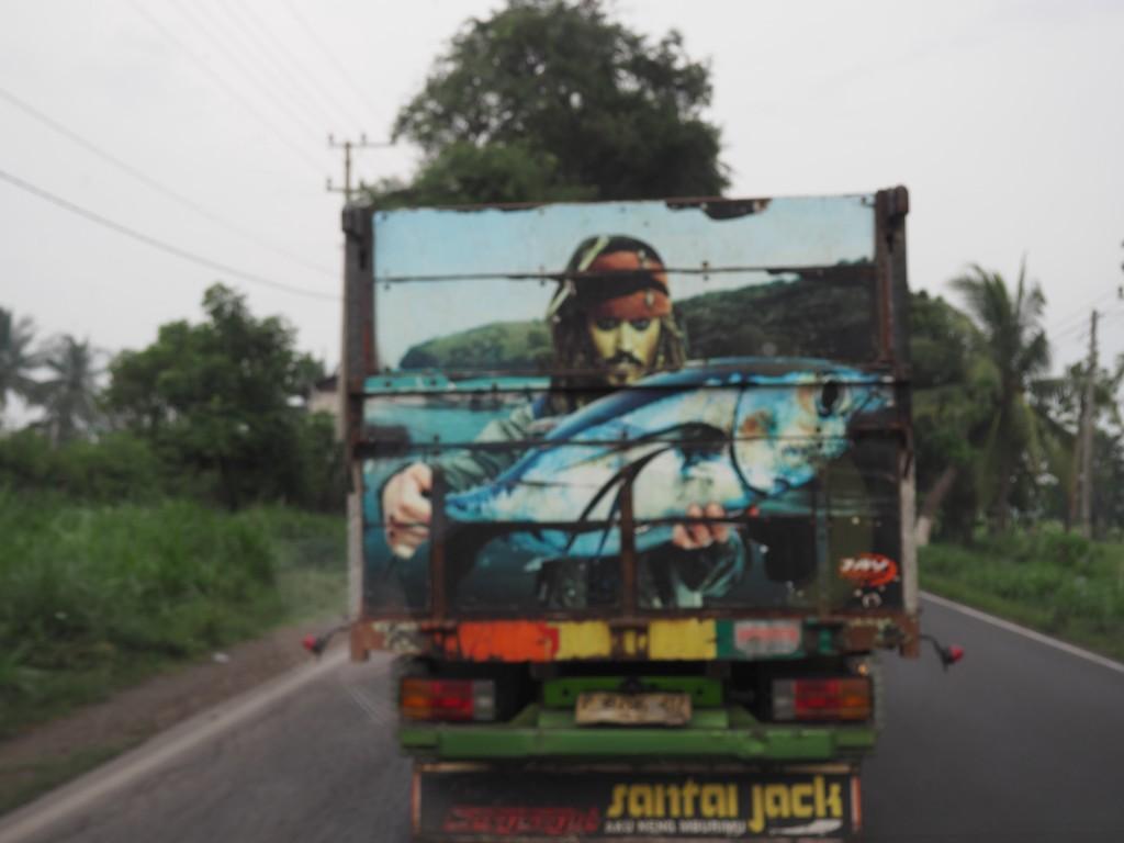 Этот грузовичок долго маячил перед нами.