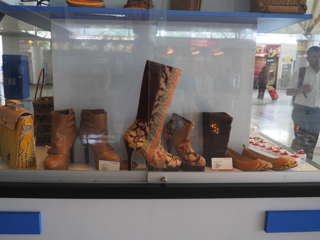 Витрина местной продукции в аэропорту