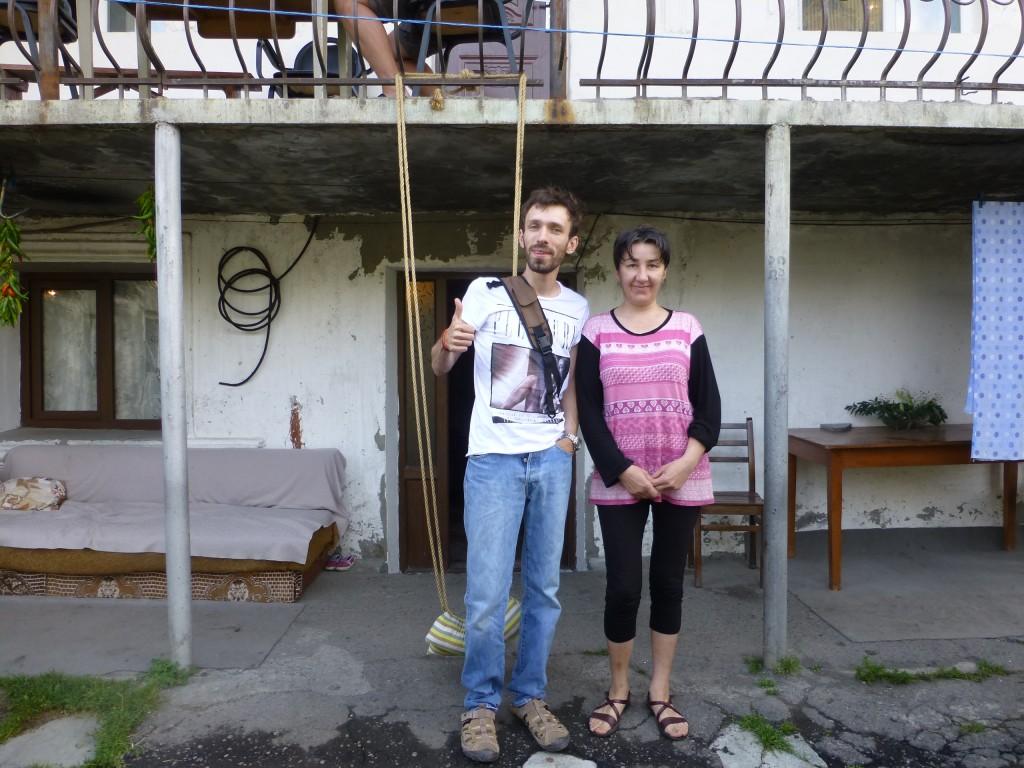 Олег с хозяйкой геста Мариной
