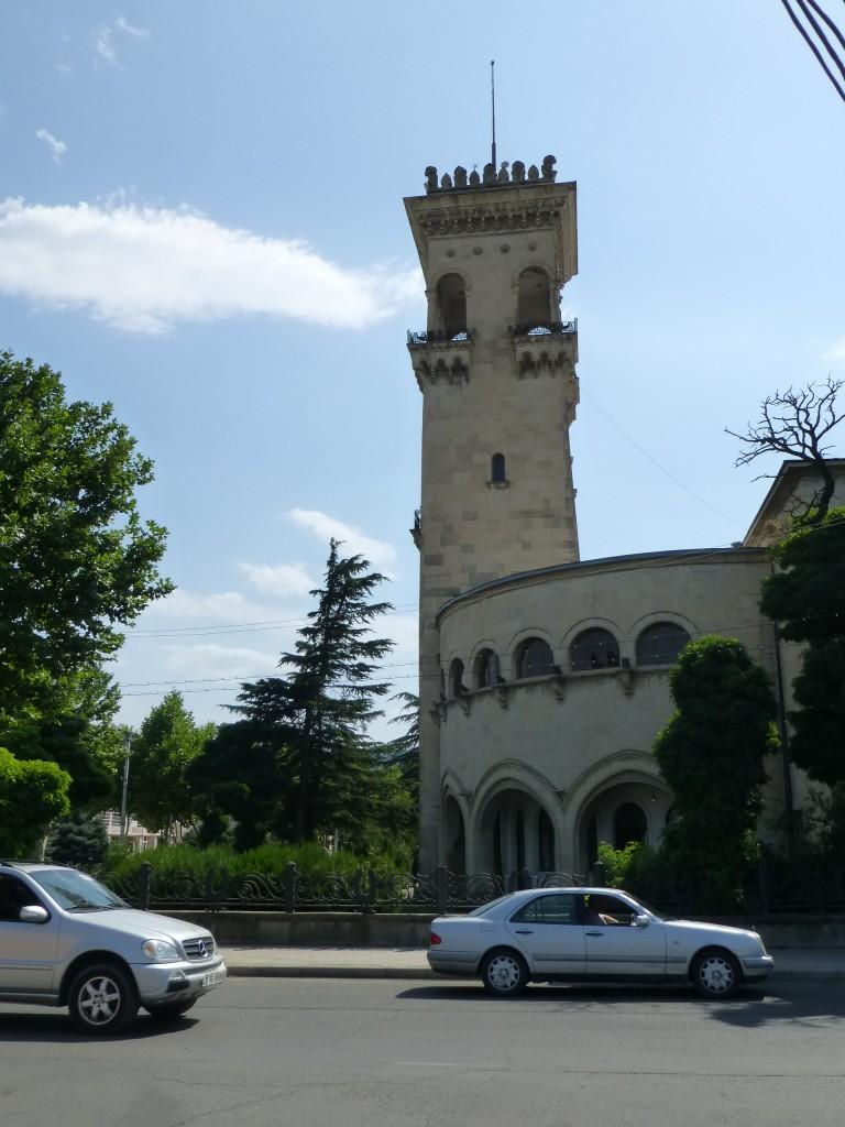 Здание с башней - это музей Сталина