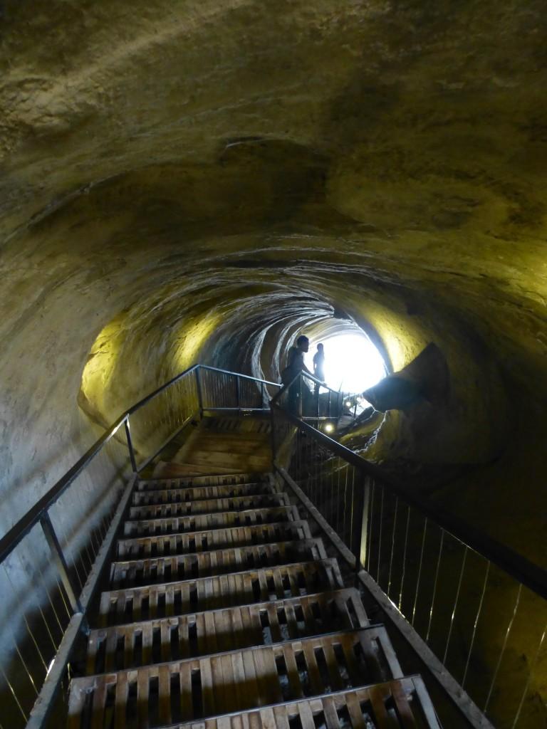 Выход по туннелю