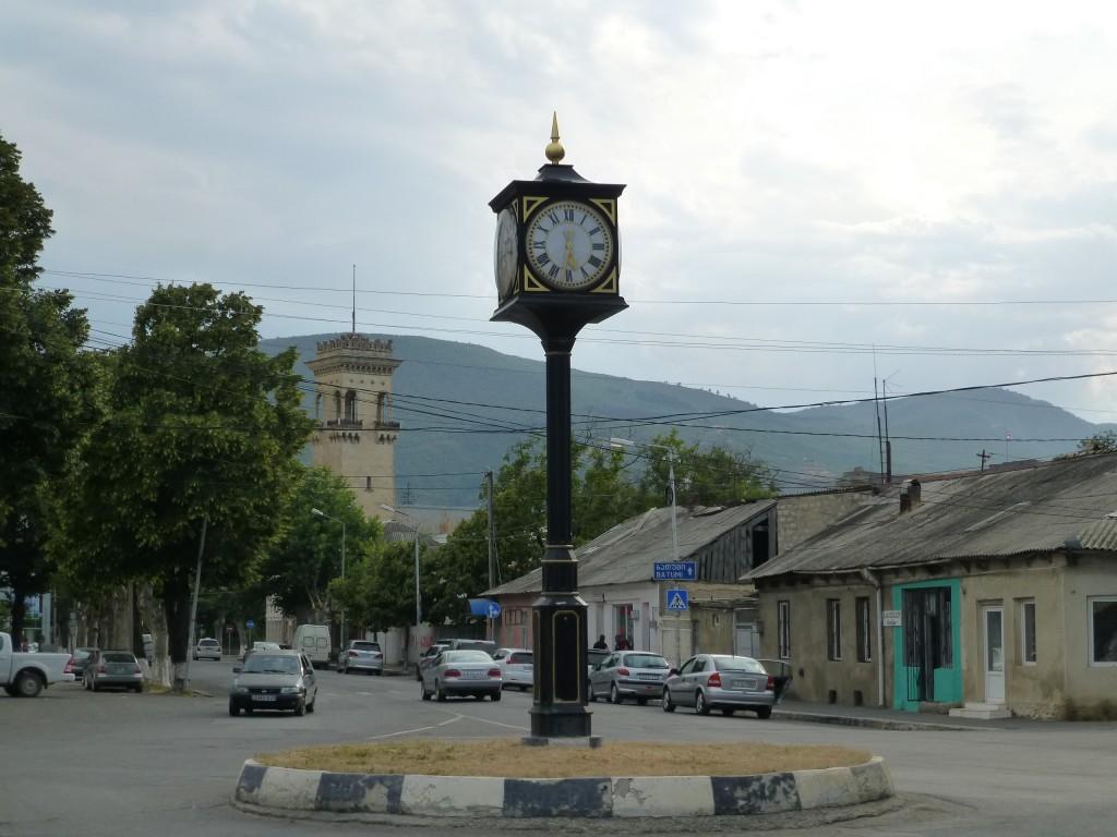 В Гори - на заднем плане башня - музей Сталина