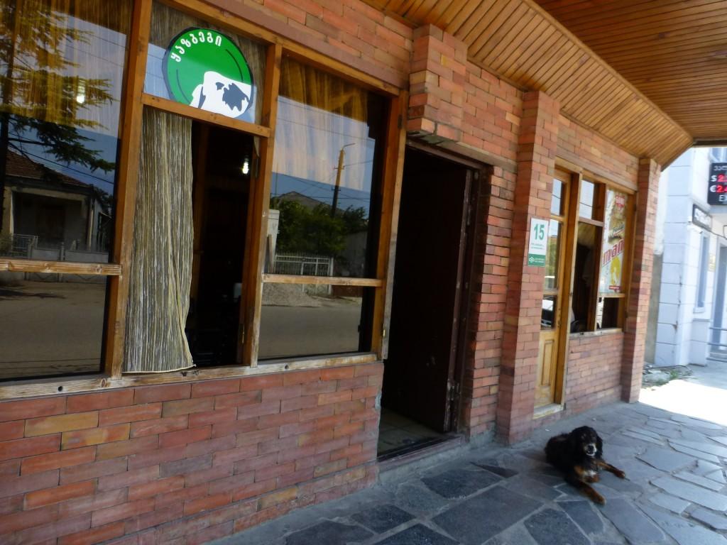 Кафе напротив вокзала в Самтредиа