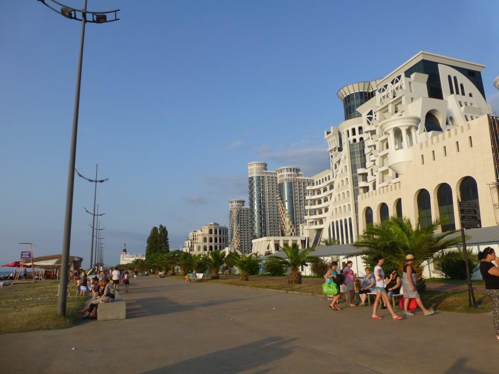 Бульвар вдоль моря в нашем районе