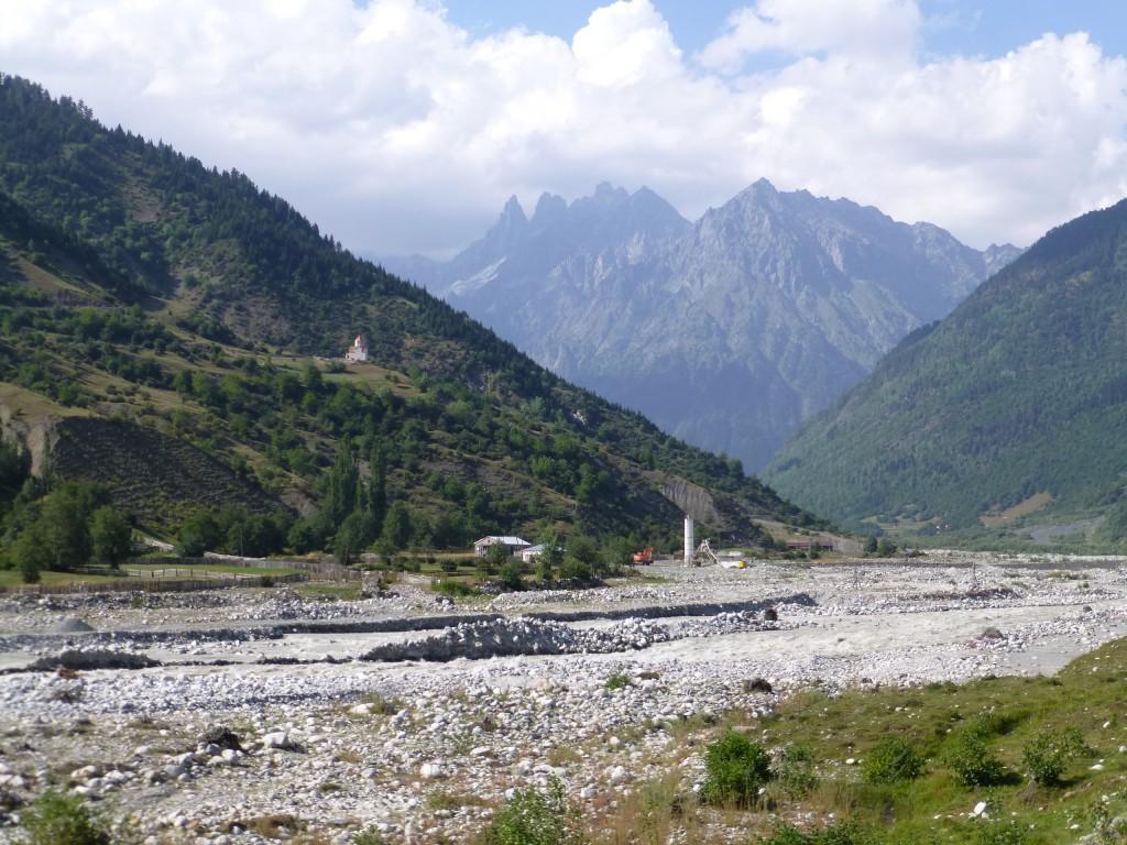 Река и добыча щебня