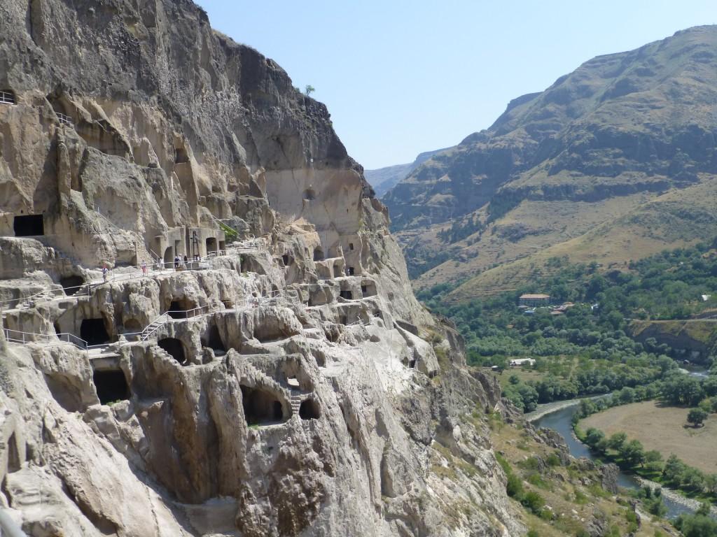 Пещерный монастырь и река Мтквари