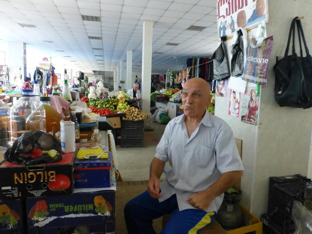 Продавец чачи на рынке