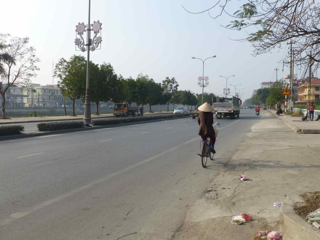 Главная улица города, идущая вдоль реки