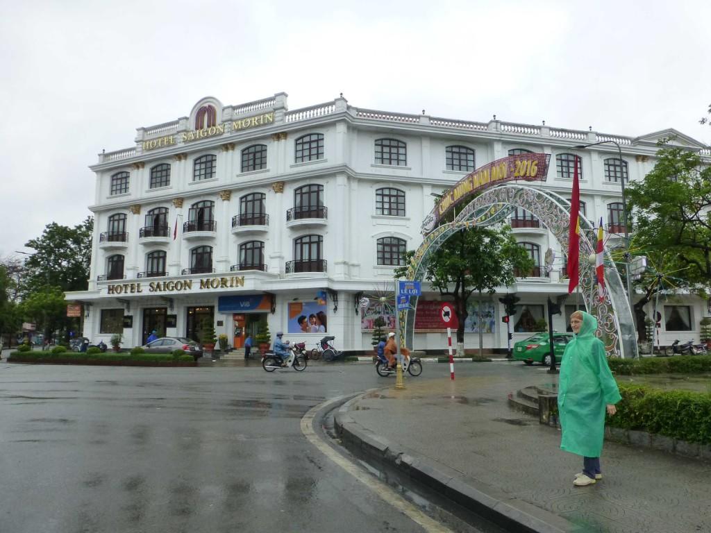 Отель Saigon Morin возле моста