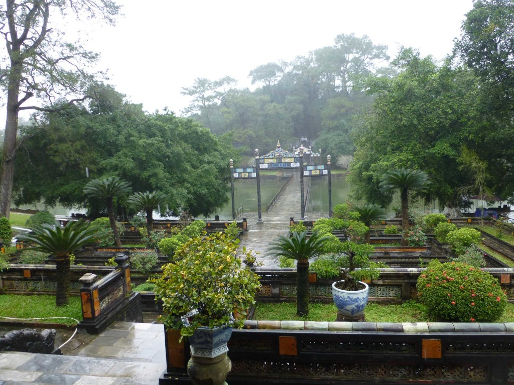 На территории гробницы Минь Манга