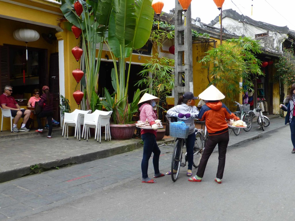 Торговцы на улочках