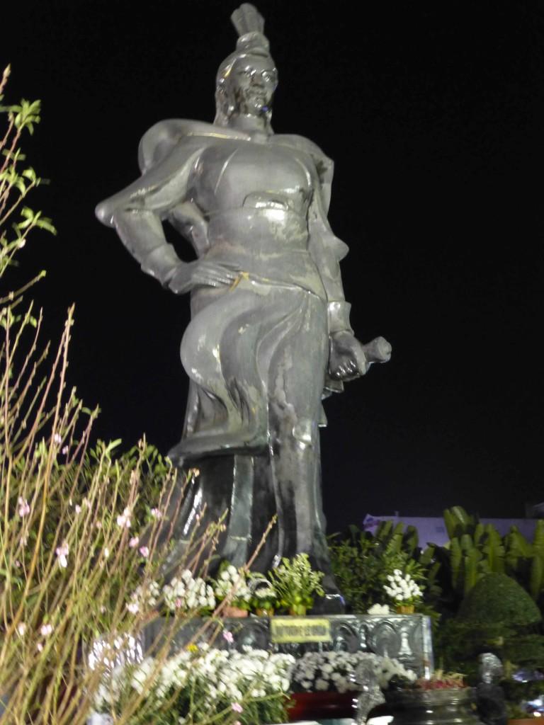Памятник женщине-генералу Ле Тян (Lê Chân)