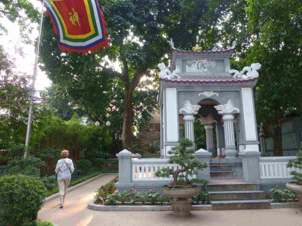 Храм Dinh Nam Huong