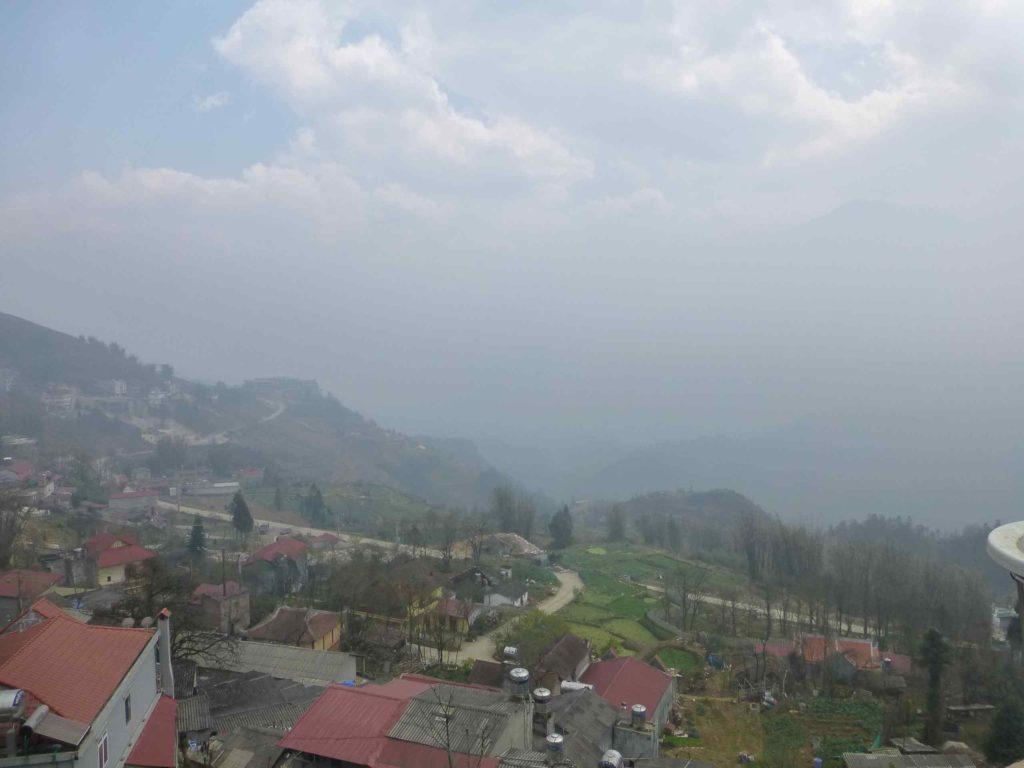 Вид из окна на гору Фансипан