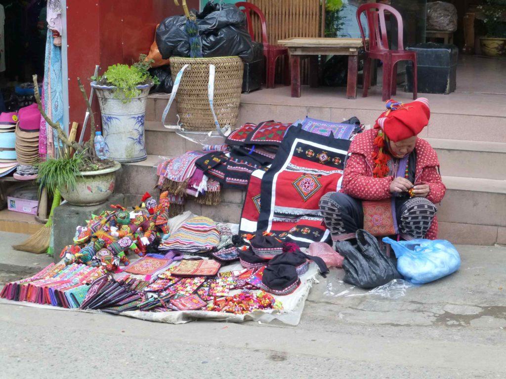 Сувениры на улицах Сапы