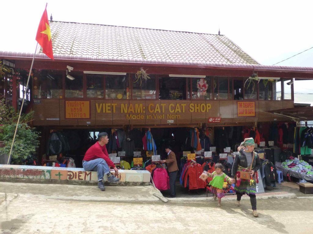 Магазин возле входа в деревню