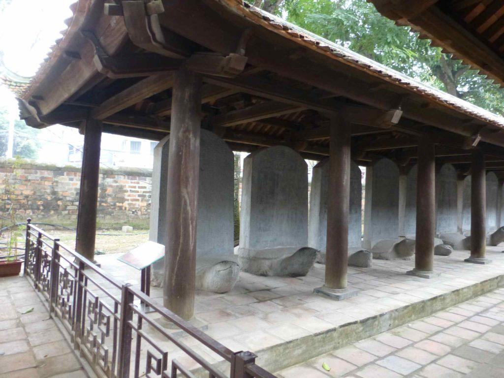 Списки отличников на каменных стелах - памятник ЮНЕСКО
