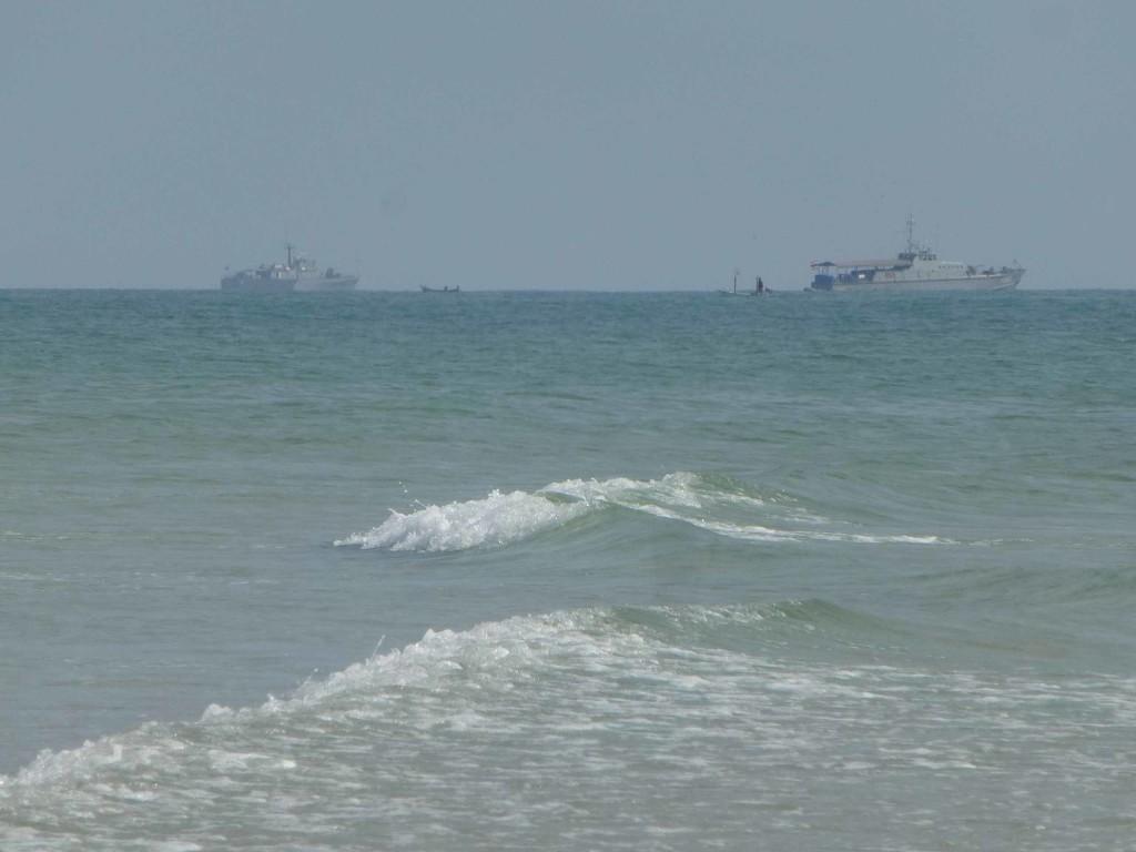 Корабли охранят королевский дворец