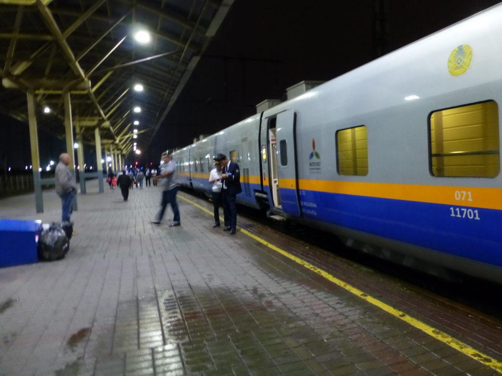 Поезд с испанскими вагонами