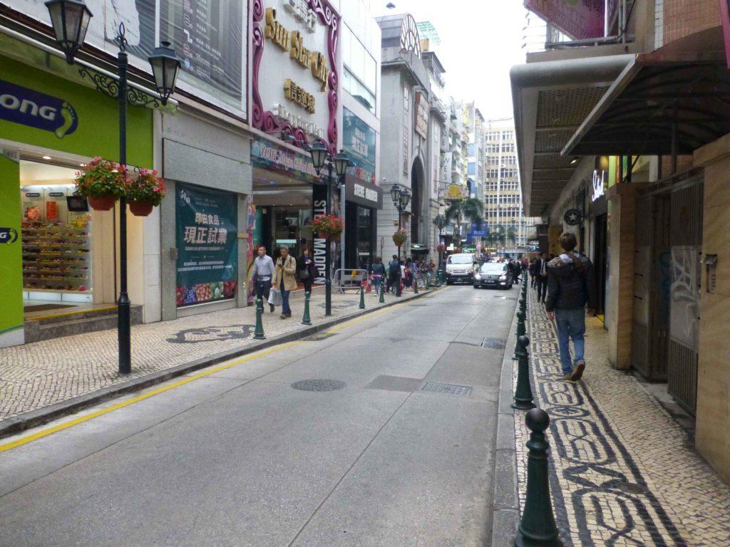 Тротуары в Макао выложены плиткой с рисунками