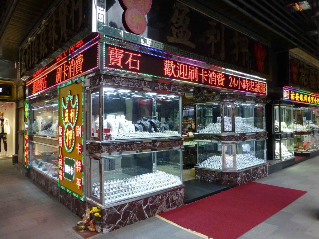 Витрина ювелирного магазина