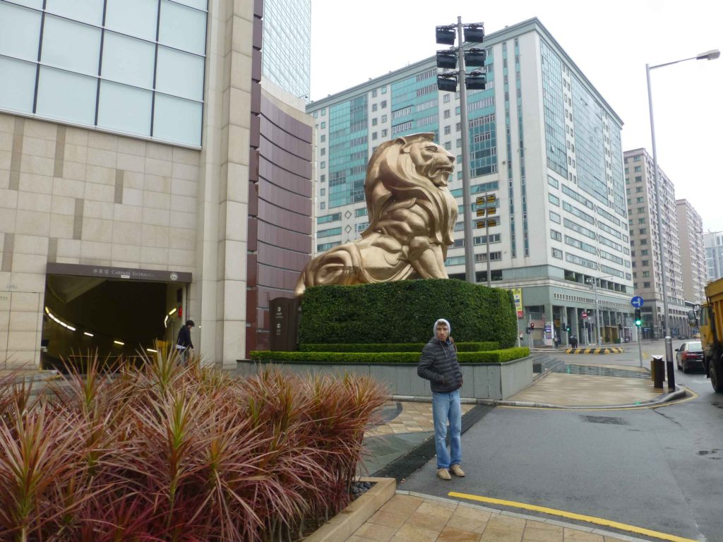 Статуя Золотого Льва