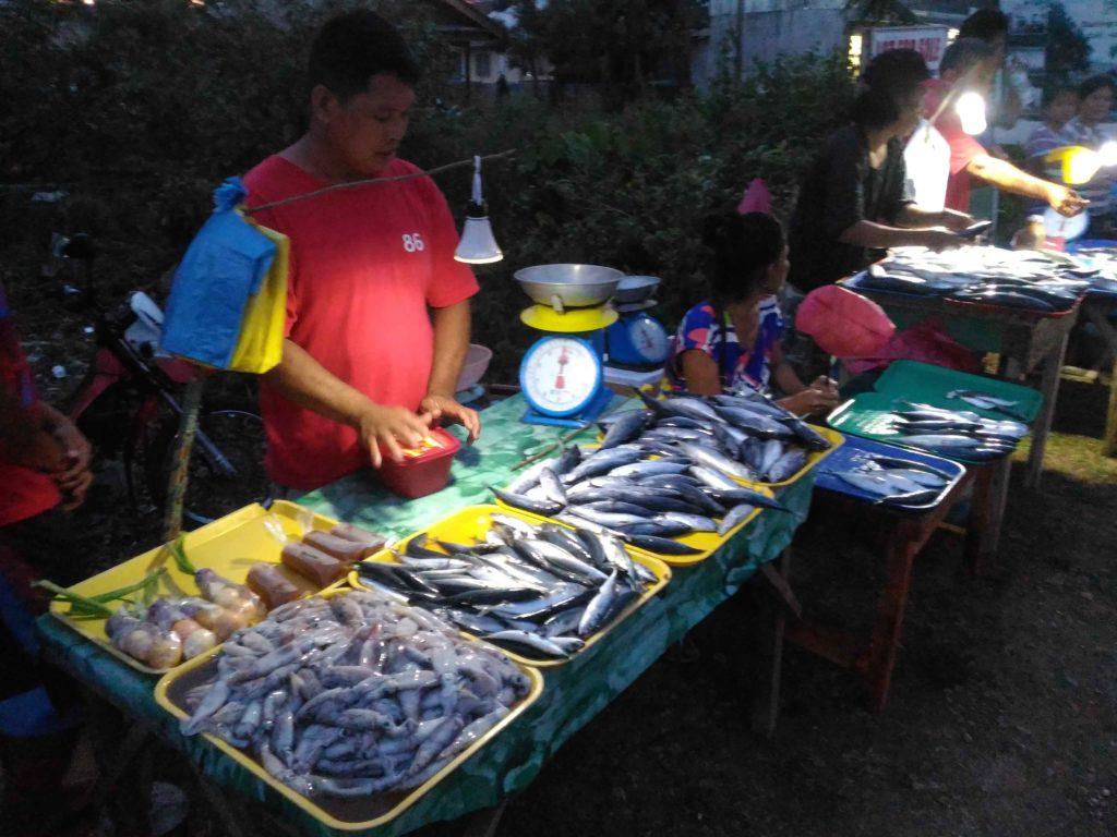 Рыбный рынок по вечерам