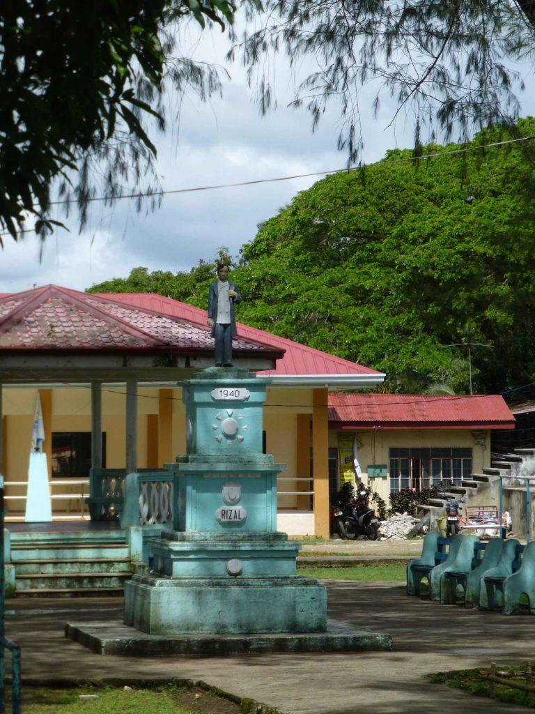 Памятник Хосе Ризалю в Сикатуне
