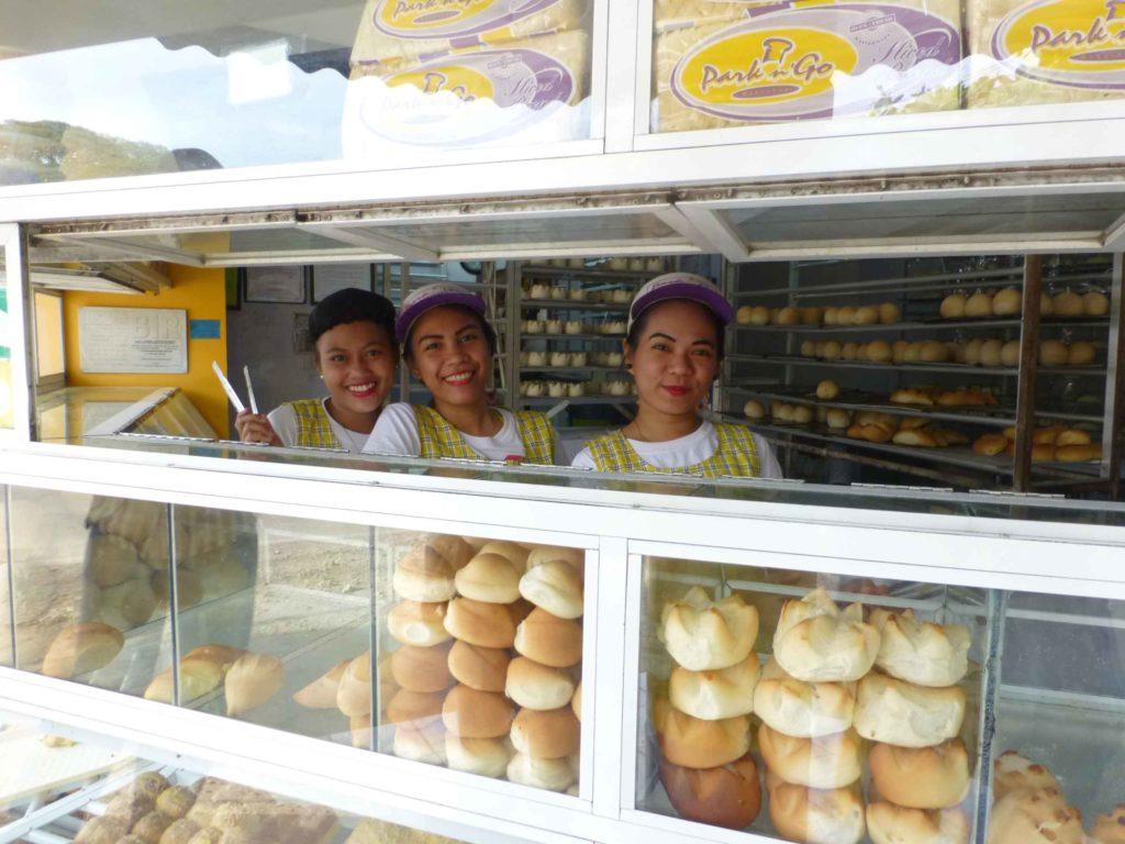 Продавщицы пекарни в Панглао