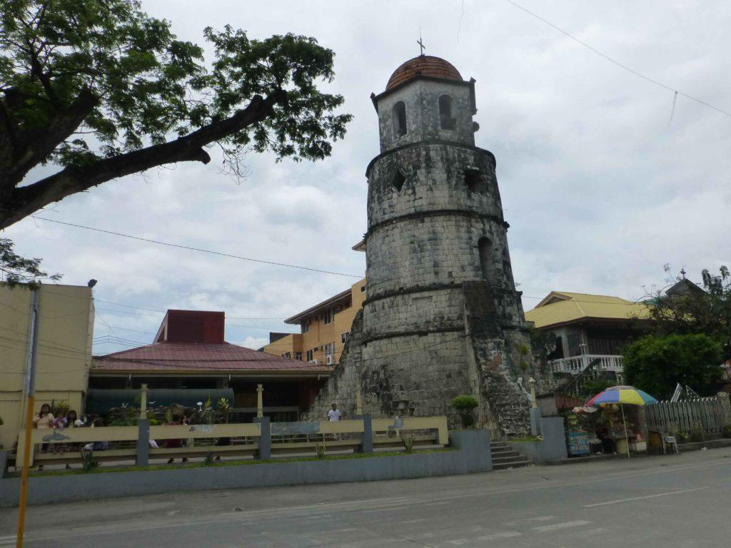 Башня-колокольня в центре