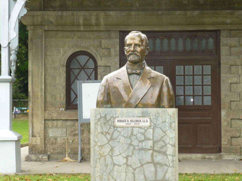 Памятник Горацию Силиману на территории кампуса