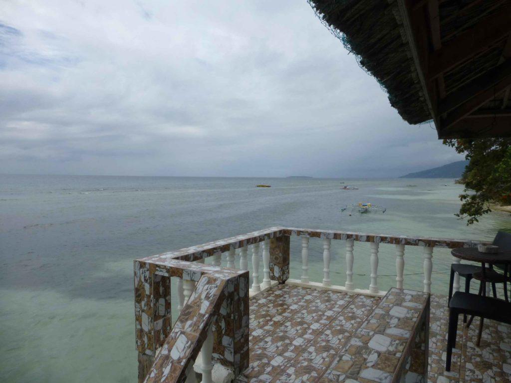 Балкон с видом на море возле бунгало