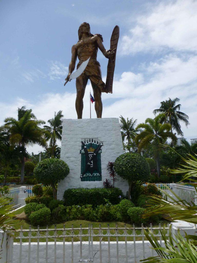 Памятник Лапу-Лапу