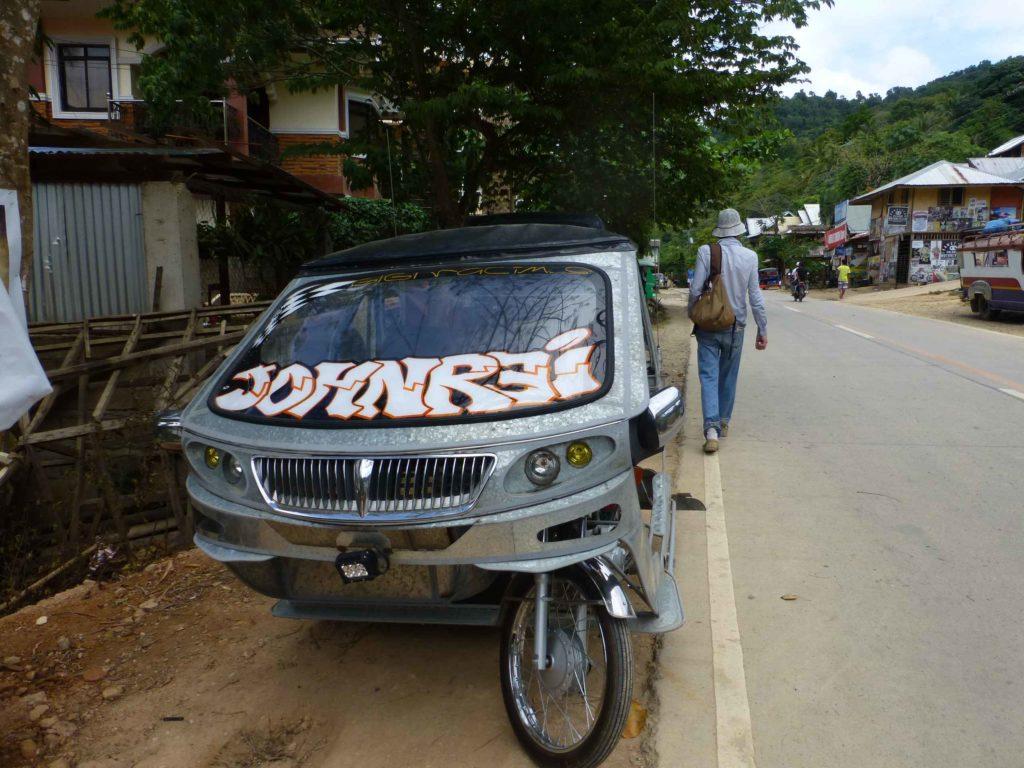 Трицикл на улице