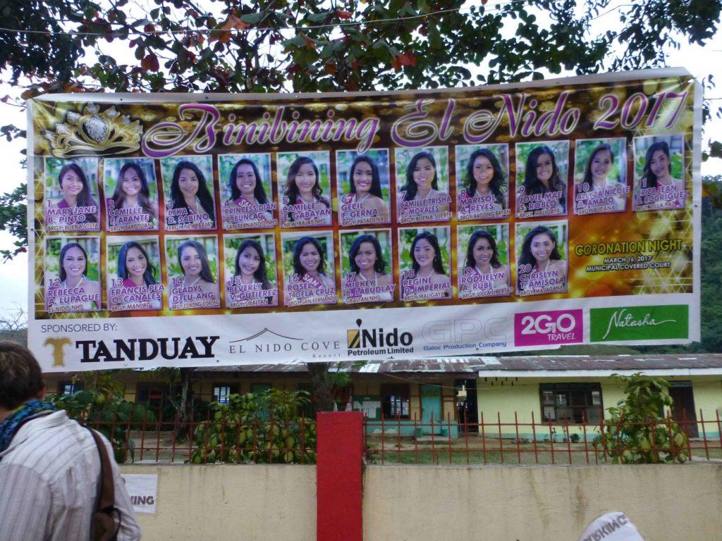 Местные красавицы, участвующие в конкурсе красоты
