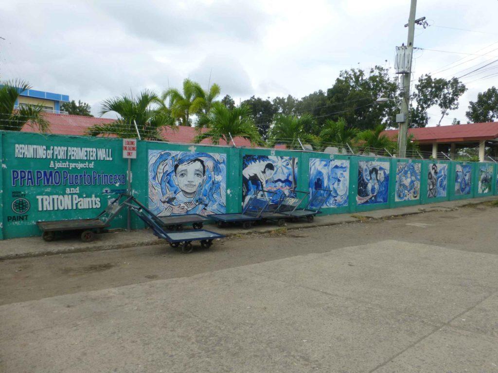 Забор порта с граффити на тему экологии