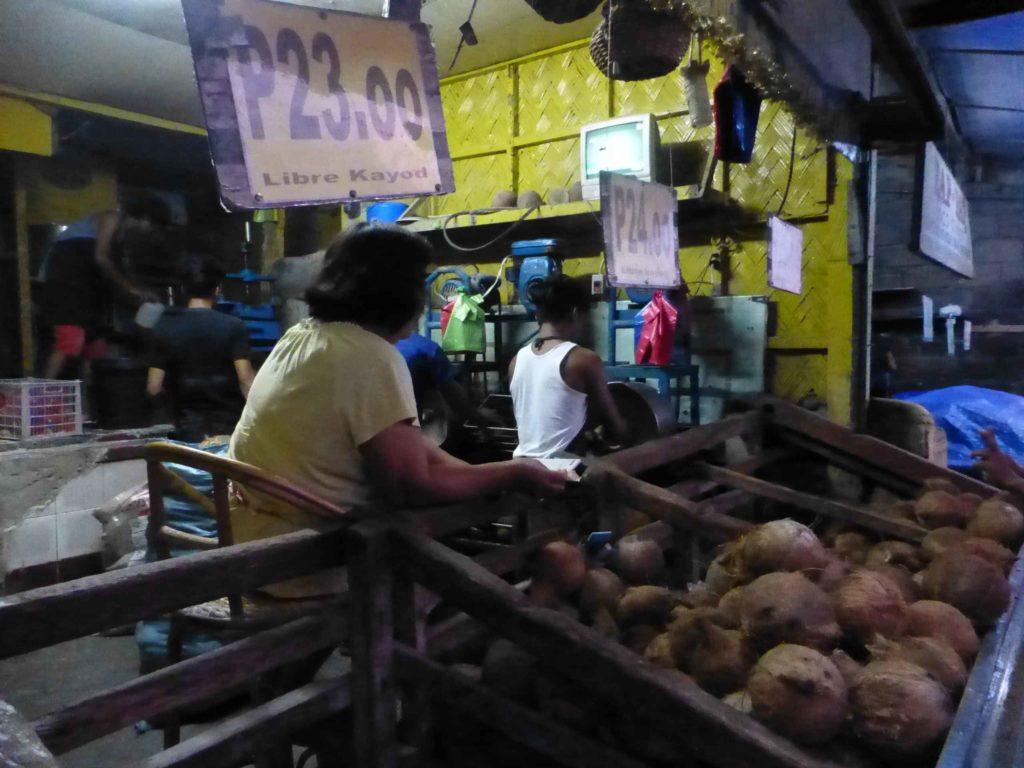 Изготовление кокосовой стружки