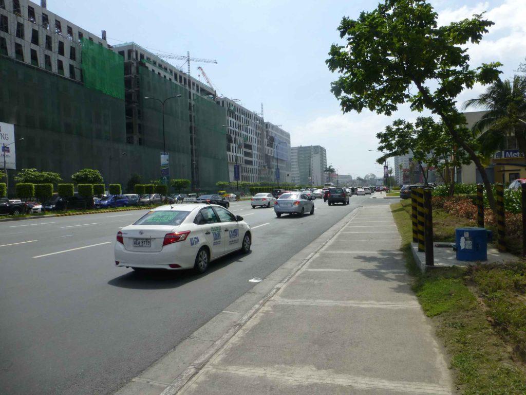 Эта улица ведет к ТЦ Азия