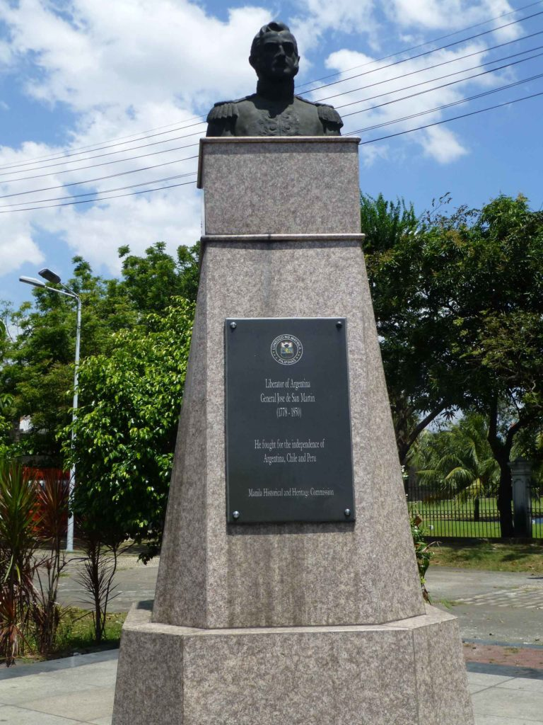 Памятник освободителю Аргентины генералу Хосе Марти